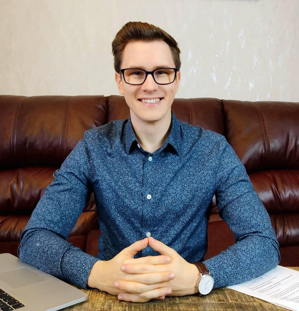 Asztalos Péter weblapmentor online marketing szakértő lépj kapcsolatba